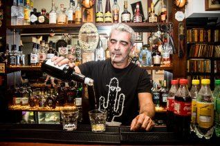 Ο Δημήτρης Μυστακίδης θα τα πίνει για πάντα στο 'Μπάτμαν'