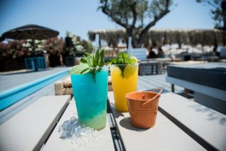 Τα 10 καλύτερα beach bar της Αττικής