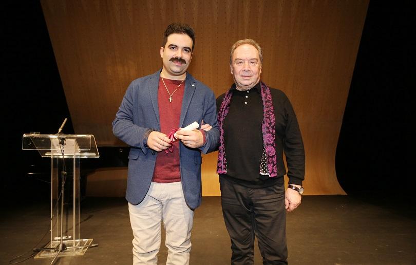 Γιωργής Τσουρής Χαρτοπόλεμος 170 τετραγωνικα βραβείο χορν