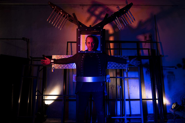 Ο Μάγος Σανκάρα φωτογραφίζεται στο στούντιό του. Πέμπτη 28 Ιανουαρίου 2021. Φωτογραφίες: Oneman.gr / Φραντζέσκα Γιαϊτζόγλου Watkinson