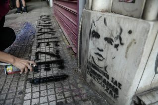 Δίκη για τη δολοφονία του Ζακ: Από τη δίκη των μαυροφορεμένων ναζί στη δίκη των καθώς πρέπει κυρίων