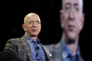 Χιλιάδες υπογραφές για να μείνει ο Jeff Bezos στο διάστημα