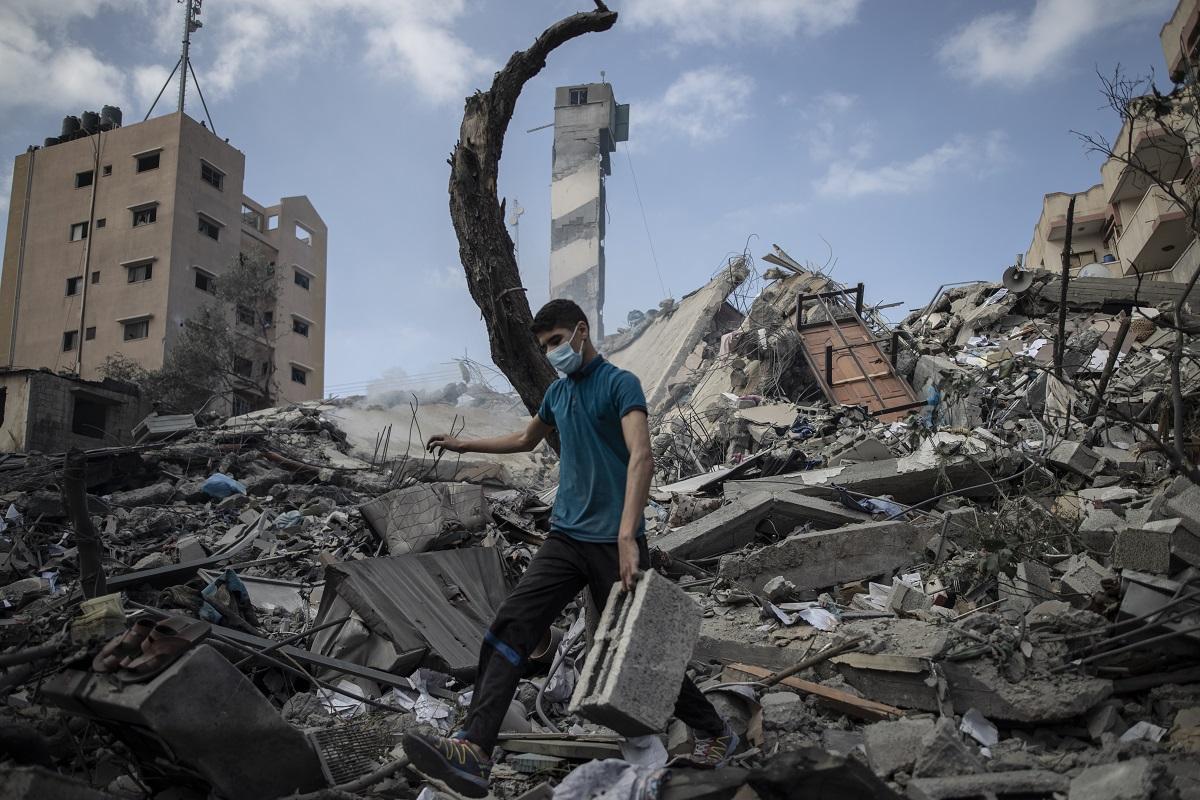 Ένας νέος Παλαιστίνιος στη Γάζα.