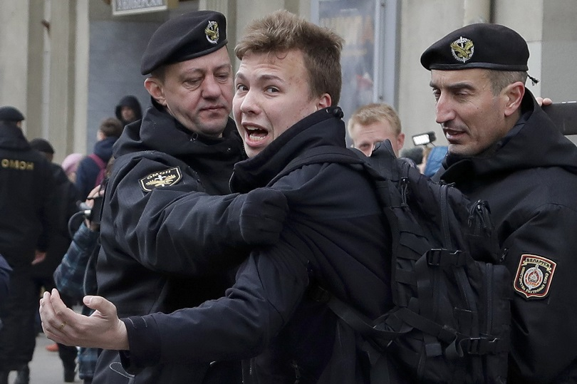 Η σύλληψη του Protasevich από τη Λευκορωσία.