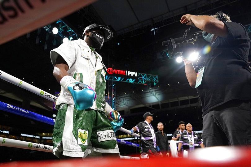 Ο Floyd Mayweather στον αγώνα του με τον Logan Paul.