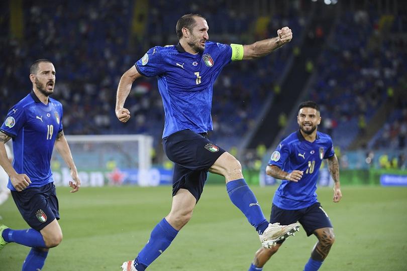 Ο Chiellini πανηγυρίζει έναν ακυρωθέν γκολ.