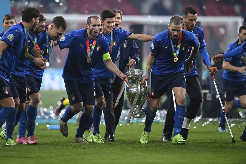 Ο Chiellini πανηγυρίζει για το Euro..