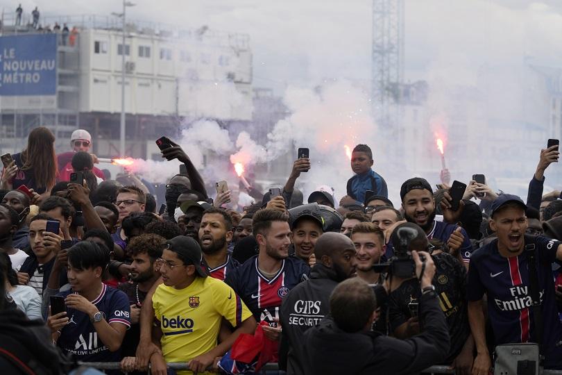 Το Παρίσι υποδέχεται τον Messi.