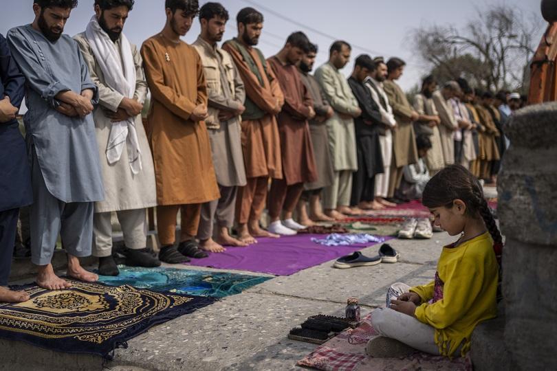 Ταλιμπάν προσεύχονται στο Αφγανιστάν.