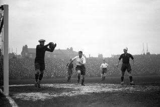 Ο ποδοσφαιρικός αγώνας που έγινε λίγες ώρες πριν τον πόλεμο του 40