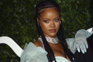 Τα σέξι εσώρουχα της Rihanna βάζουν φωτιά στον Άγιο Βαλεντίνο