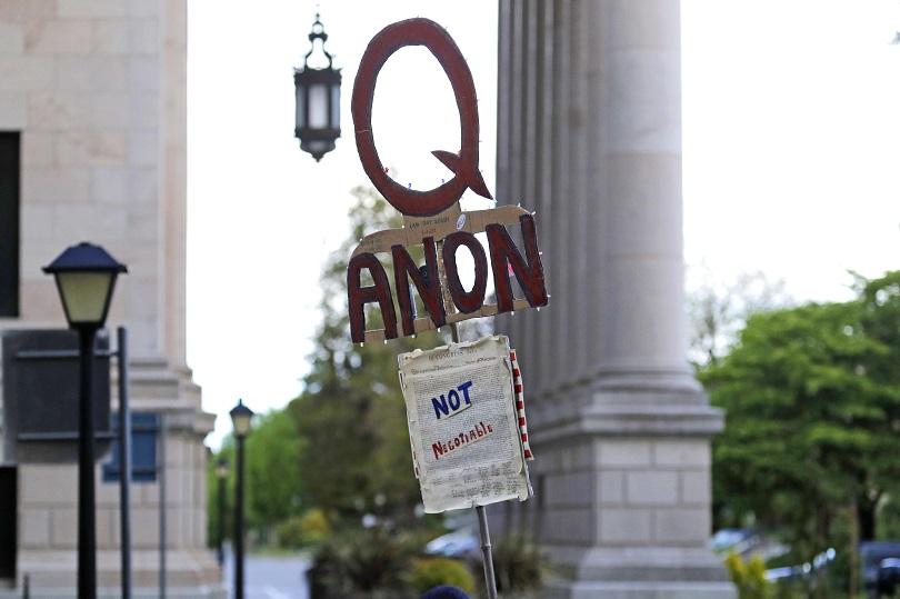 Qanon τραμπ ντοναλντ συνωμοσια θεωρια