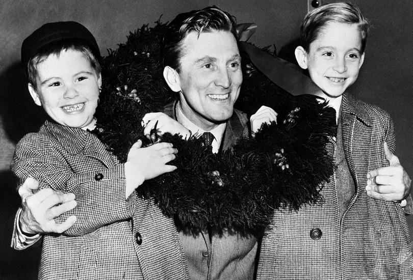 Ο Kirk Douglas και τα δύο παιδιά του