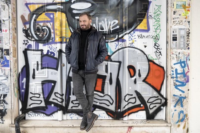 Χρήστος Φερεντίνος, τηλεπαρουσιαστής. Φωτογραφίζεται στα Εξάρχεια. Τετάρτη 5 Φεβρουαρίου 2020. Φωτογραφίες: Oneman.gr / Φραντζέσκα Γιαϊτζόγλου – Watkinson