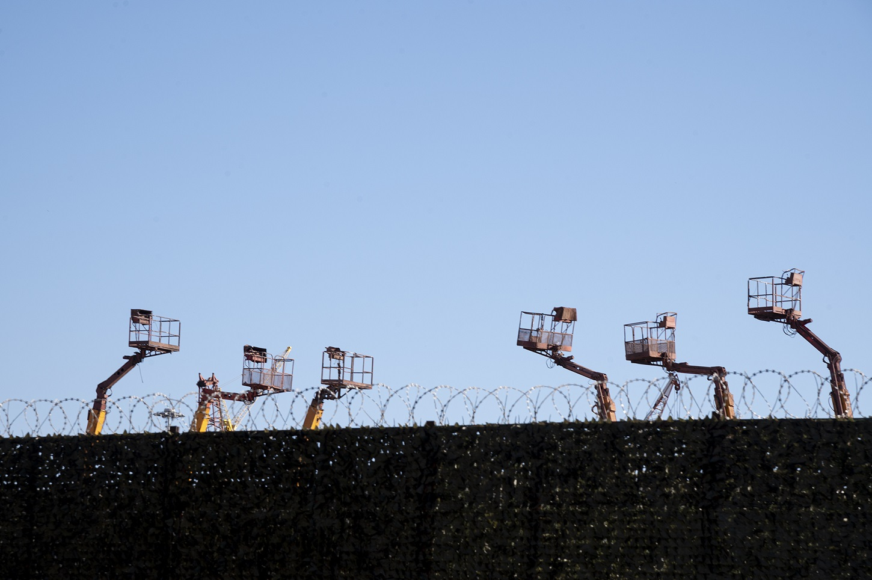 Εικόνες από τη Ναυπηγοεπισκευαστική Ζώνη στο Πέραμα.