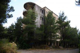 Ένα απόκοσμο απόγευμα στο εγκαταλελειμμένο νοσοκομείο ΝΙΕΝ