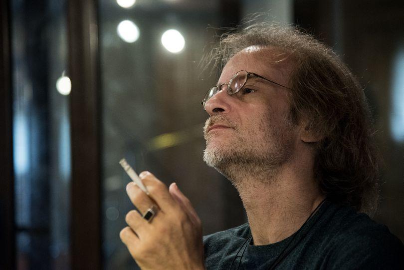 Μίλτος Πασχαλίδης, τραγουδιστής τραγουδοποιός