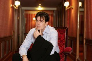Ο Charlie Sheen πάλεψε κόντρα σε φαντάσματα ηδονής