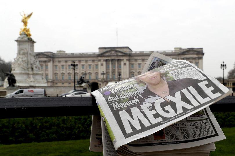 Εξώφυλλο εφημερίδας για τη Meghan Markle και τον Harry