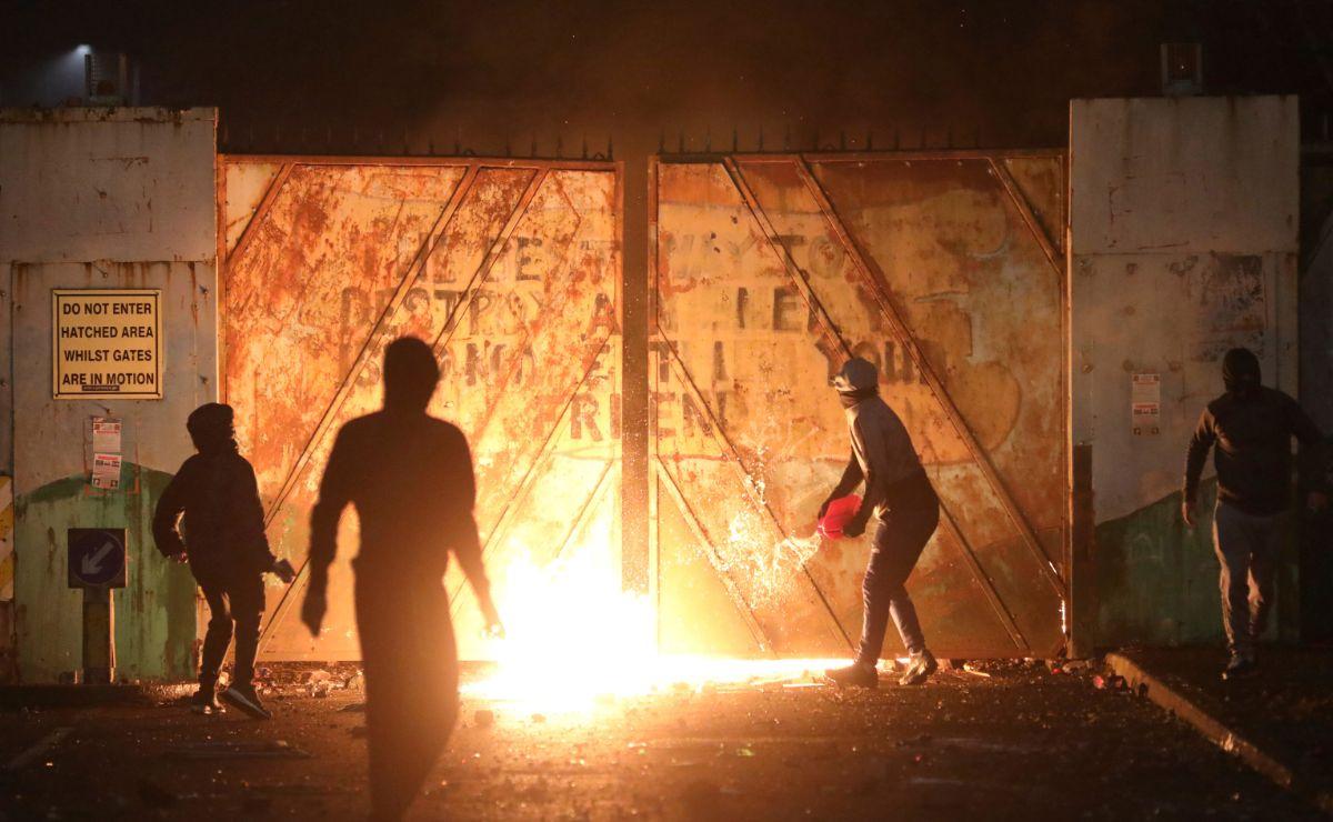 Φωτογραφίες από τις ταραχές στη Βόρεια Ιρλανδία
