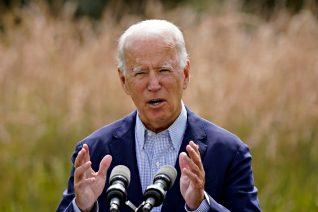 O Joe Biden φρενάρει την κλιματική αλλαγή