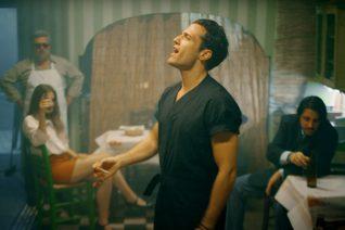 'Αθήνα μου': Το νέο ζεϊμπέκικο του Αργυρού που γκρέμισε την trap