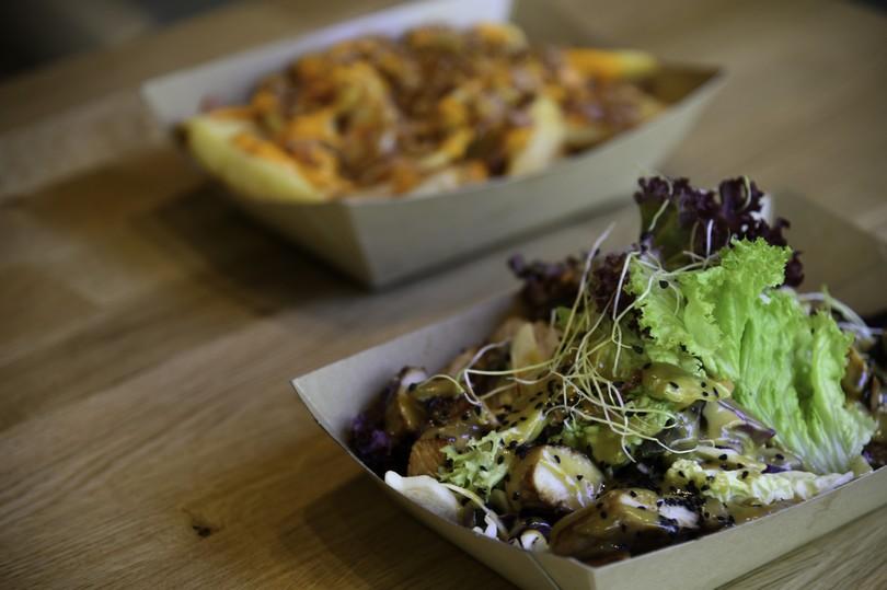Σαλάτα Λεβάντε και πατάτες με τσένταρ και μπέικον