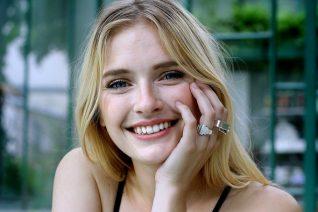 Το γυμνό και η εκτόξευση της Camille του Emily In Paris του Netflix