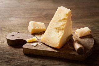 Ο πιο σωστός τρόπος για να κόβεις τυρί ήταν τόσα χρόνια μπροστά μας