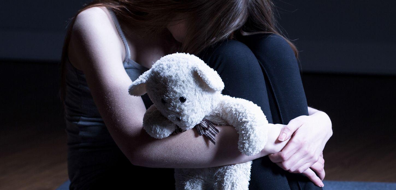 κορίτσι μαζί με το αρκουδάκι της