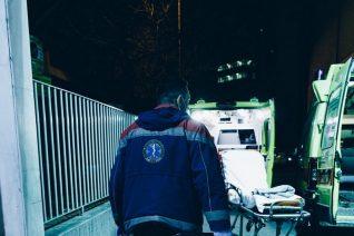 Μια ατέλειωτη νύχτα σε ασθενοφόρο του ΕΚΑΒ