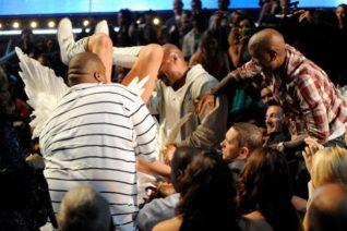 Όταν ο Sacha Baron Cohen προσγειώθηκε γυμνός στη μούρη του Eminem