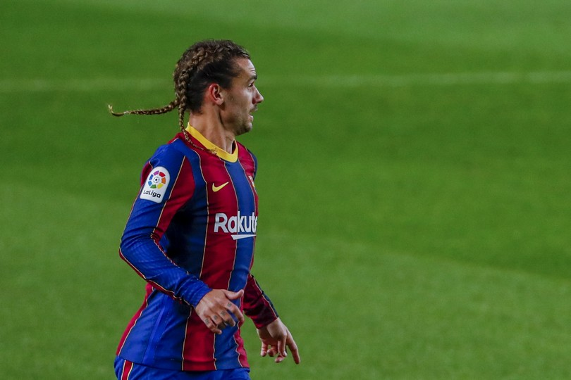Barcelona's Antoine Griezmann in action during the Spanish La Liga soccer match between FC Barcelona and Real Sociedad at the Camp Nou stadium in Barcelona, Spain, Wednesday, Dec. 16, 2020. (AP Photo/Joan Monfort)