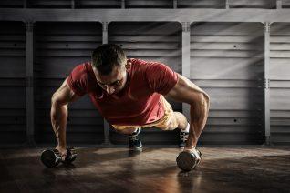 Πώς θα γυμνάσεις όλο το σώμα σου με δύο αλτήρες
