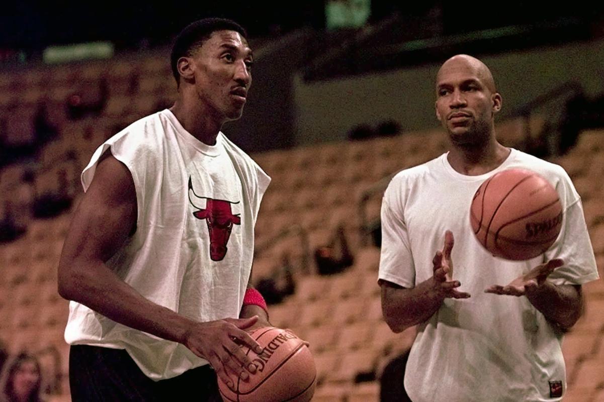 O Ron Harper δίπλα στον Scottie Pippen, συμπαίκτες στους Bulls