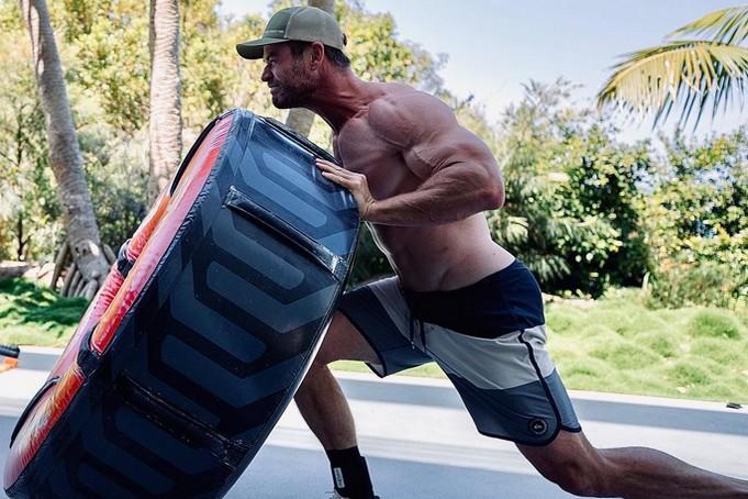 Ο Chris Hemsworth έχει φτάσει σε άλλα επίπεδα εκγύμνασης   Oneman.gr