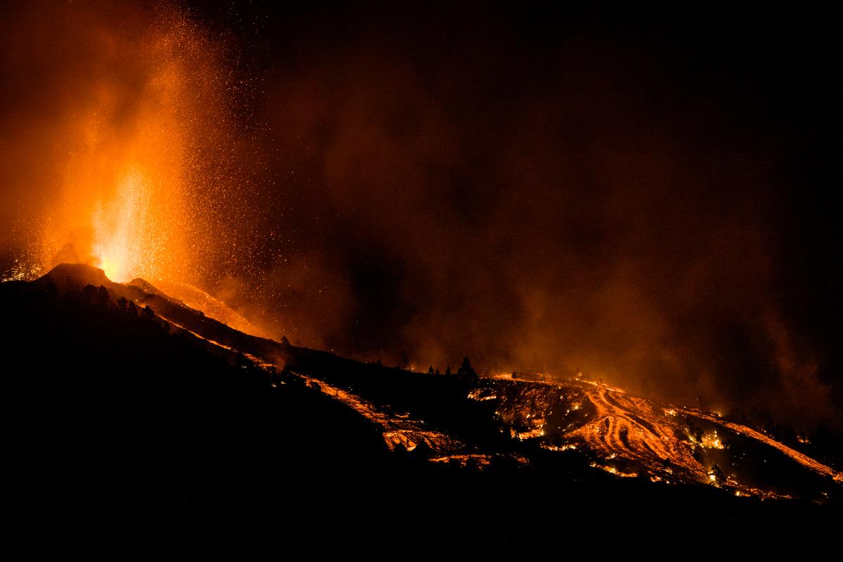 Μετά την ηφαιστειακή έκρηξη στο νησί Λα Πάλμα, η λάβα έφτασε μέσα στα σπίτια