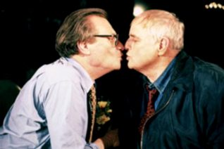 Όταν ο Larry King φίλησε στο στόμα τον Marlon Brando