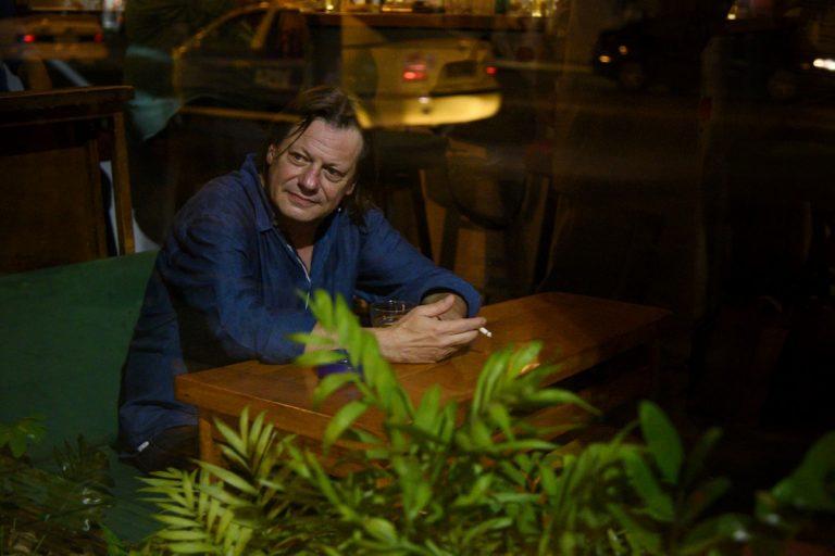 Γιώργος Μαχιάς. Αφιέρωμα στην Κυψέλη. Οι φωτογραφίες τραβήχτηκαν στο μπαρ Au Revoir. Τετάρτη 2 Οκτωβρίου 2019. Φωτογραφίες: Oneman.gr / Φραντζέσκα Γιαϊτζόγλου – Watkinson