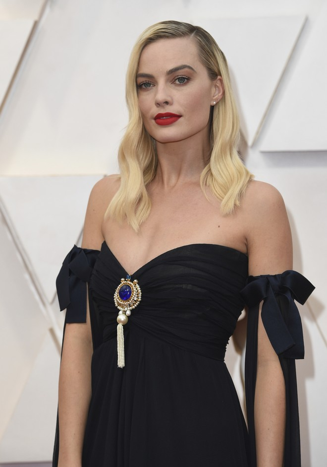 Margot Robbie arrives at the Oscars on Sunday, Feb. 9, 2020, at the Dolby Theatre in Los Angeles. (Photo by Richard Shotwell/Invision/AP)