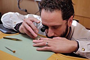 Πώς είναι να φτιάχνεις ρολόγια των 600.000 ευρώ