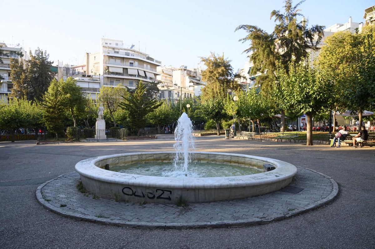 πλατεία Κανάρη.