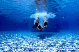 Αν έχεις υψοφοβία, καλύτερα να μην βουτήξεις σε αυτή την πισίνα