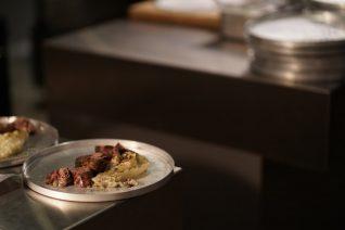 Πού τρώνε οι σεφ όταν δεν μαγειρεύουν στις κουζίνες τους;