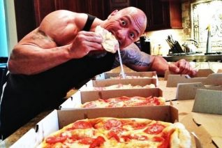 To cheat meal του Rock δεν το αντέχει κανονικός άνθρωπος