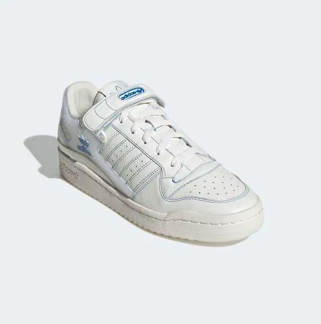 Επιστροφή στο παρκέ των 80s με αυτά τα λευκά sneakers