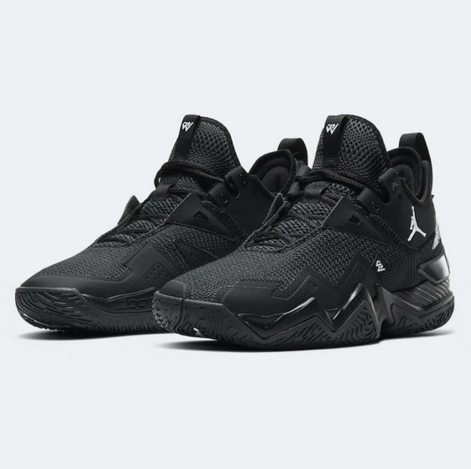 Baskeball sneakers