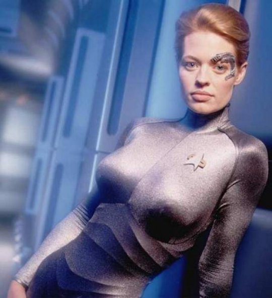 Jeri ryan shows her naked tits and juicy cunt