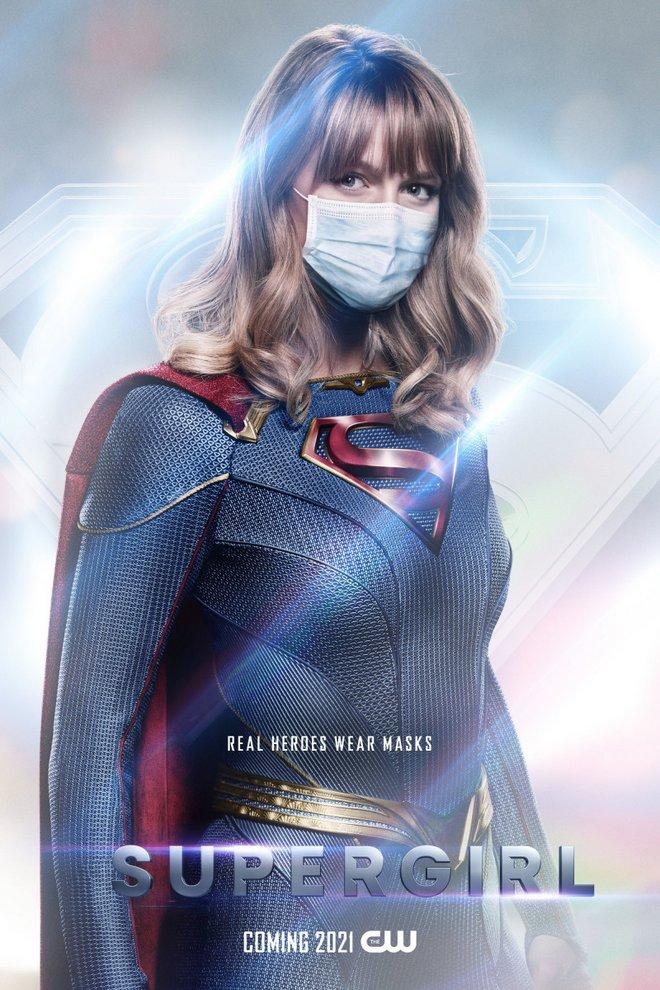 η supergirl με μάσκα