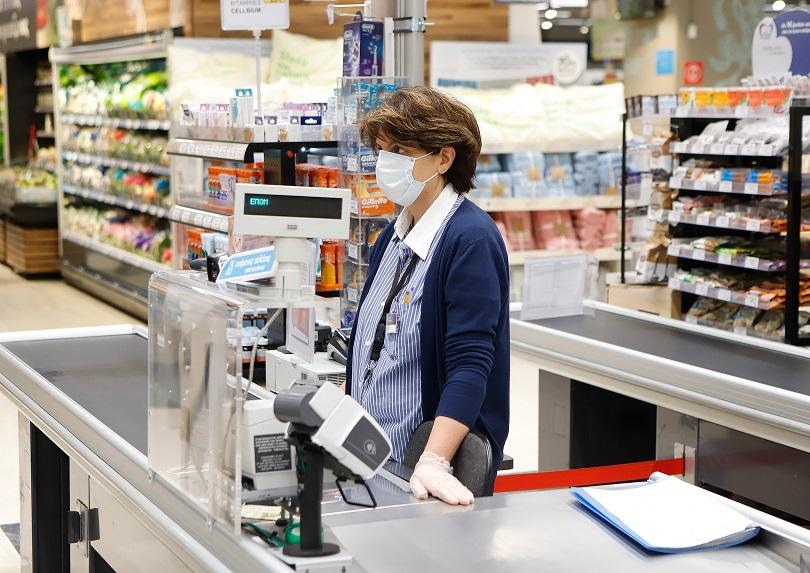 σουπερμαρκετ κορονοιος πανδημια εργαζομενοι μασκα